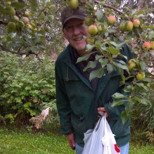 Larry_ApplePicking