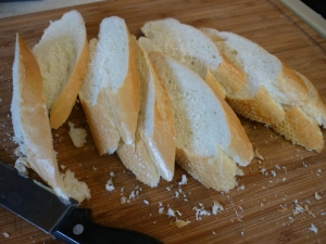 Toast 8 slices Italian bread